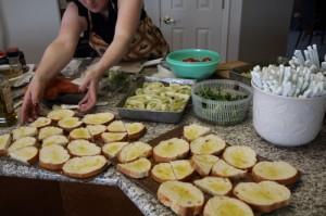 Yummm, that's the making of bruschetta (photo by LdV)