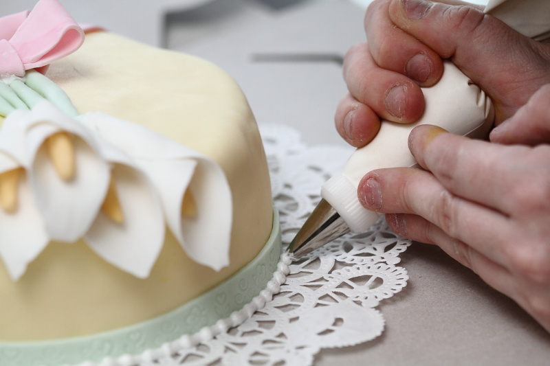 Piping Royal Icing On Cake (photo By LdV)